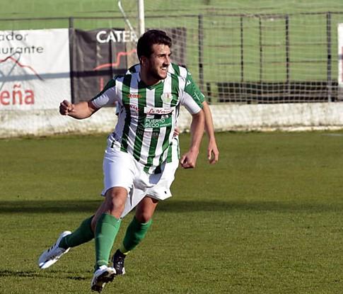 Isco celebra el 1-0 que facturó en el último compromiso ante el Linares. / El Periódico de Antequera