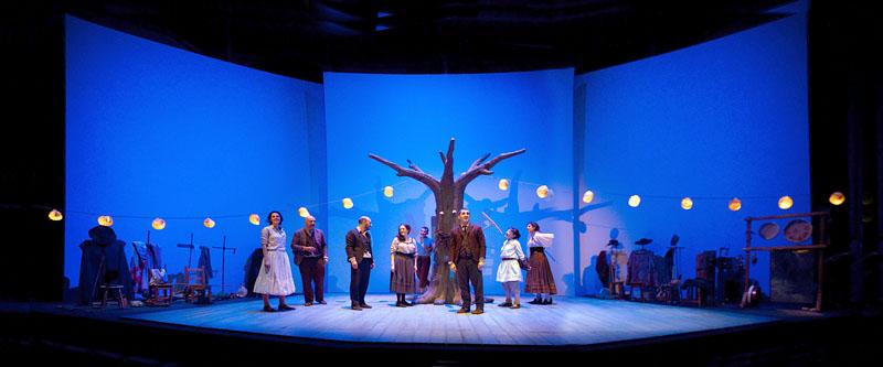 Una escena de la representación de los Entremeses, de Miguel de Cervantes, que desde hoy pueden verse en el escenario del Teatro Lope de Vega. / El Correo
