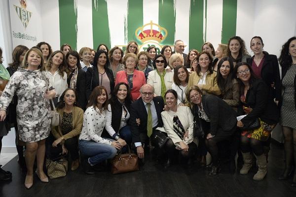 El presidente del Betis, con numerosas mujeres en el antepalco (Manuel Gómez).