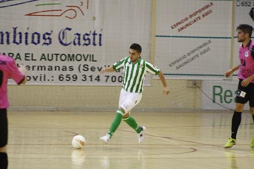 El jugador del Real Betis FSN Nene conduce el esférico.