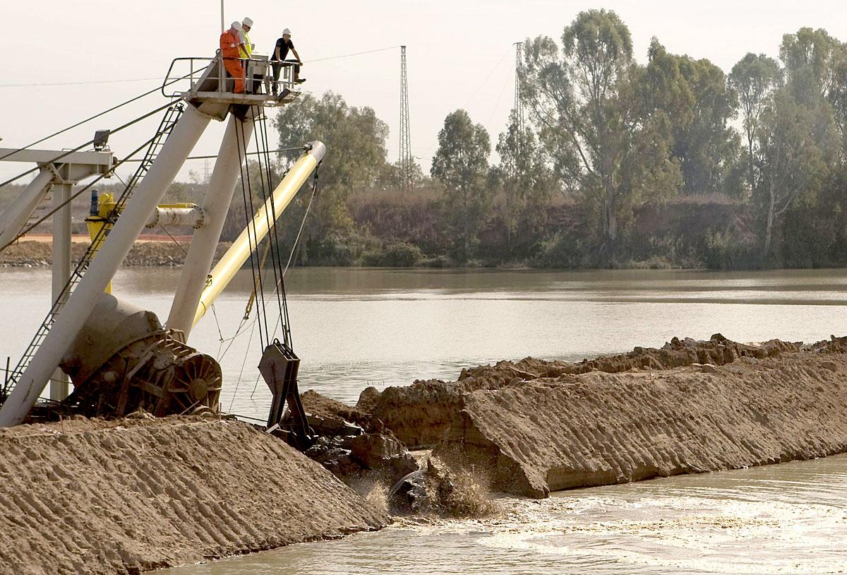 Puerto_río_dragado_02