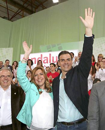 El secretario general del PSOE, Pedro Sánchez, junto a la secretaria general del PSOE-A y candidata socialista a la presidencia de la Junta de Andalucía, Susana Díaz. / EFE