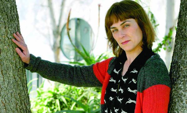 La escritora sevillana Sara Mesa, en Tomares. / El Correo