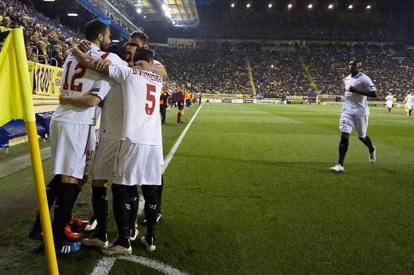 Los jugadores del Sevilla celebran un gol (Foto: LOF).
