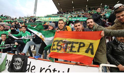 Seguidores béticos en el estadio Carlos Belmonte / Foto: LOF