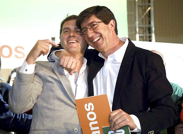 El presidente de Ciudadanos, Albert Rivera (i), junto al candidato de este partido a presidir la Junta de Andalucía, Juan Marín (d). / EFE