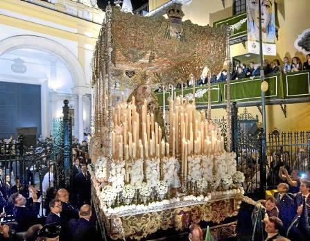 La Virgen de la Esperanza Macarena a la salida de su Basílica la pasada Madrugá. / José Manuel Paisano