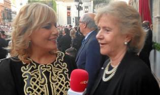 Elizabeth Ortega y la Defensora del Pueblo, en los palcos. / El Correo
