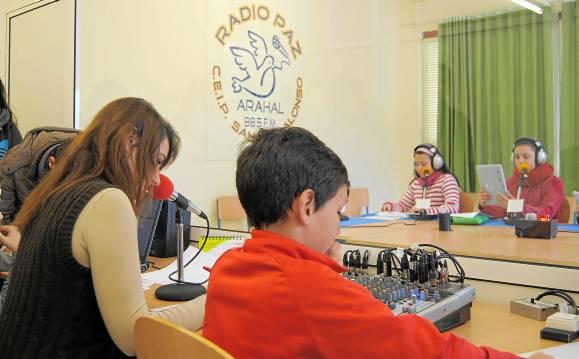 Radio Paz lleva emite de lunes a viernes desde la 88.5 de la FM. / M .M.