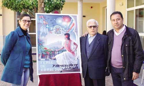 Gloria Guillén, Antonio Gavira y Ricardo Sánchez, junto al cartel de la feria.