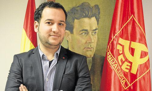El candidato de Izquierda Unida a la Alcaldía de Sevilla, esta semana en las oficinas de la coalición en San Pablo. / José Luis Montero