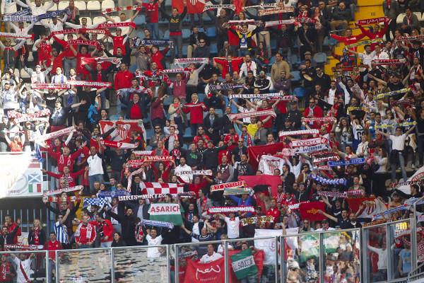 La afición del Sevilla, en Riazor (Foto: La Opinión de A Coruña)