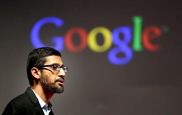 El vicepresidente de Google y responsable de Android en el buscador, el indio Sundar Pichai, durante su intervención en la primera jornada del Congreso Mundial de Móviles que se celebra en Barcelona hasta el próximo día 5. EFE / Toni Albir