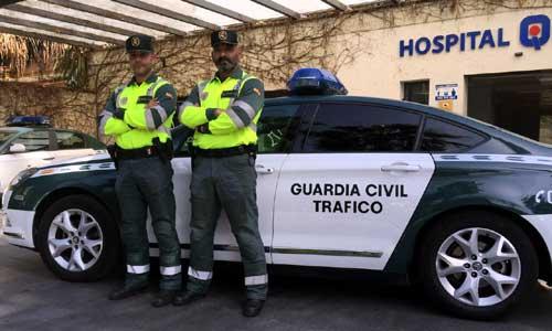 Los guardias que auxiliaron a la mujer.