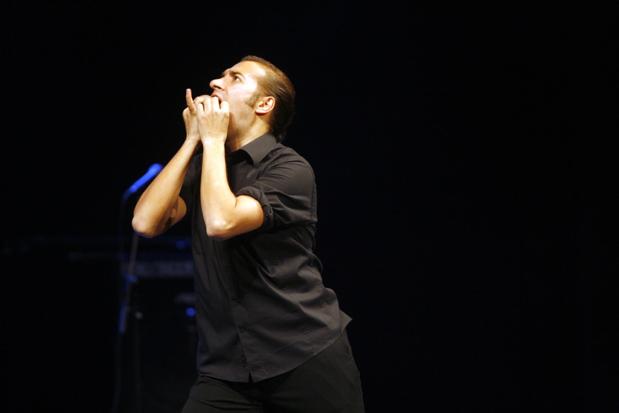 Israel Galván, durante su actuación en Zemos98 en 2008.