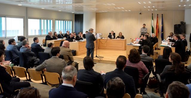Imagen de la sesión del jueves en el Juzgado de lo Mercantil número 1, con Bosch en plena declaración / Manuel Gómez