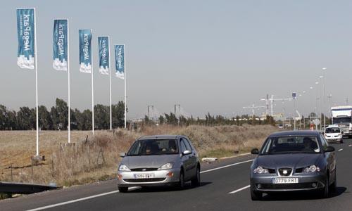Foto de archivo de señalizacion, en la A4, del lugar donde se construira el centro comercial Megapark. Foto: Juanma Rodríguez