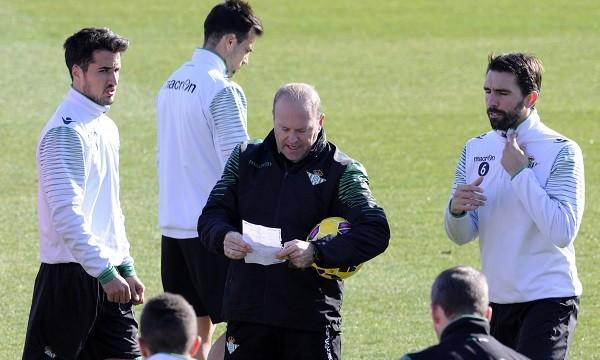 Pepe Mel, junto a Jordi en un entrenamiento / Manuel Gómez