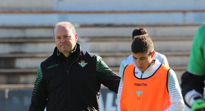 Pepe Mel, con Portillo en un entrenamiento.