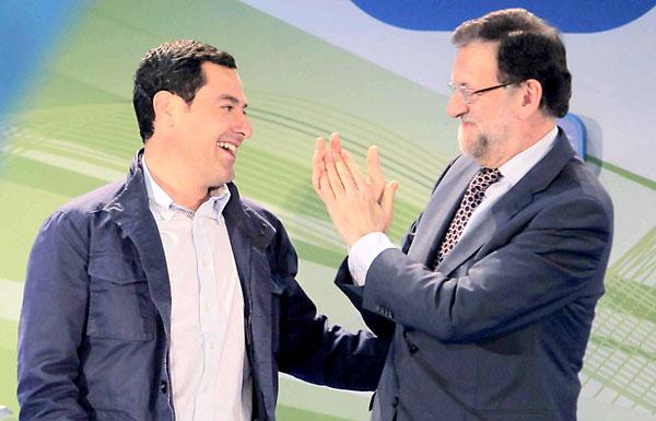 El presidente del Partido Popular, Mariano Rajoy, y el candidato a la presidencia de la Junta, Juan Manuel Moreno (i). / EFE