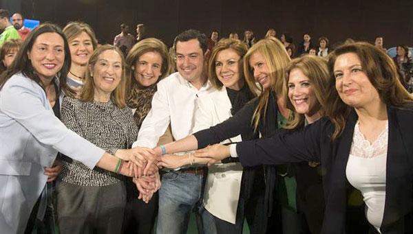 El candidato Juan Manuel Moreno, en el centro de la imagen. / E.P.