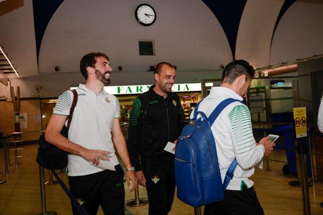 Jordi, muy sonriente, este sábado junto a Rubén Castro antes de volar a Las Palmas / Inma Flores